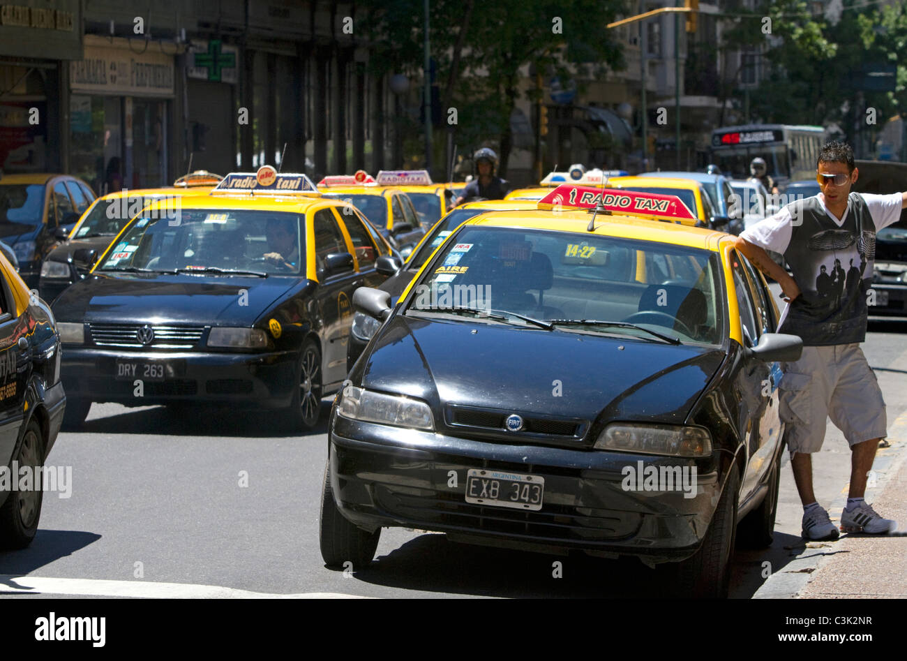 Taxi's on Cordoba Avenue in the Retiro barrio of Buenos Aires, Argentina. - Stock Image
