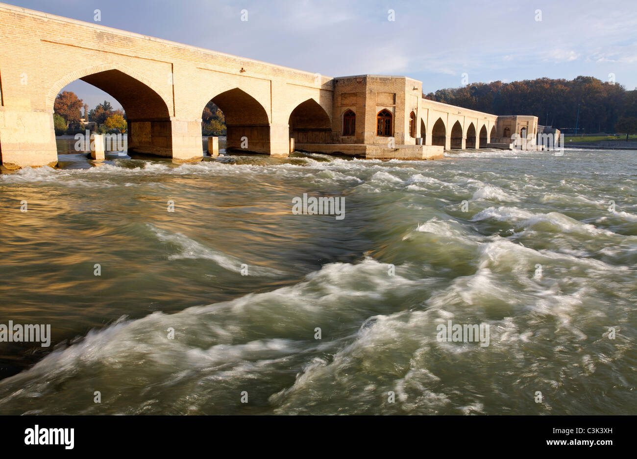 Iran - Esfahan - The Pol bridge over the River Zayandeh - Stock Image