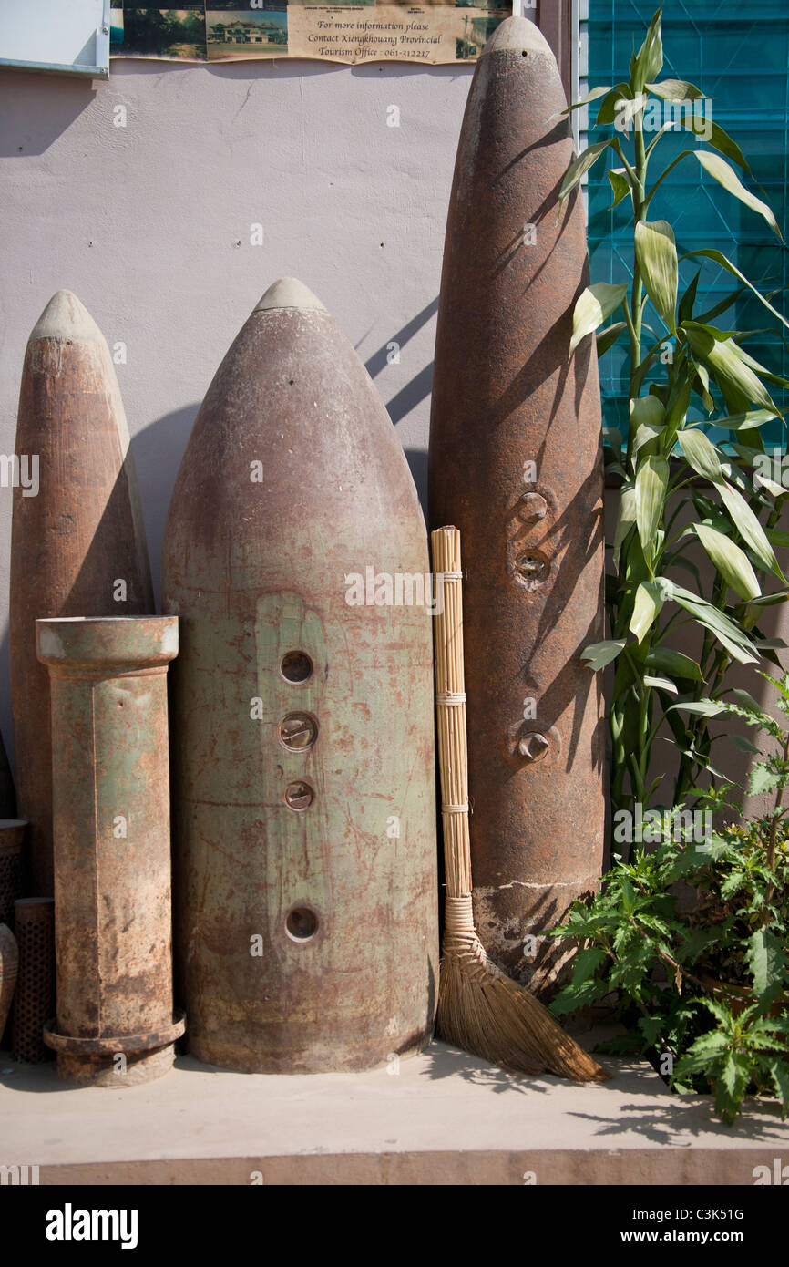 Bombs serve as decorations outside cafe, Phonsavan, Laos - Stock Image