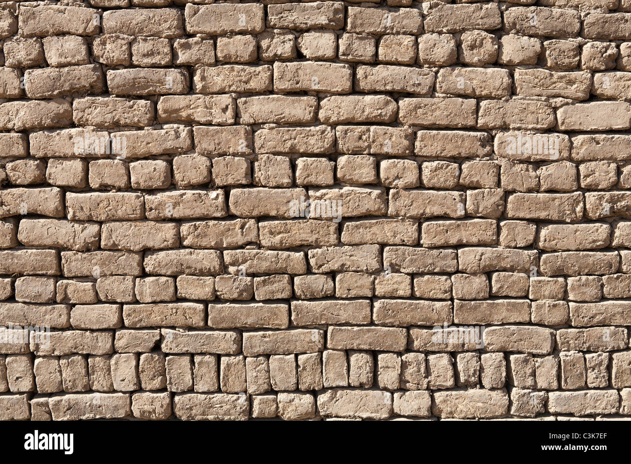 Detail close up of an area of mud brick wall showing fourteen courses, Egypt - Stock Image