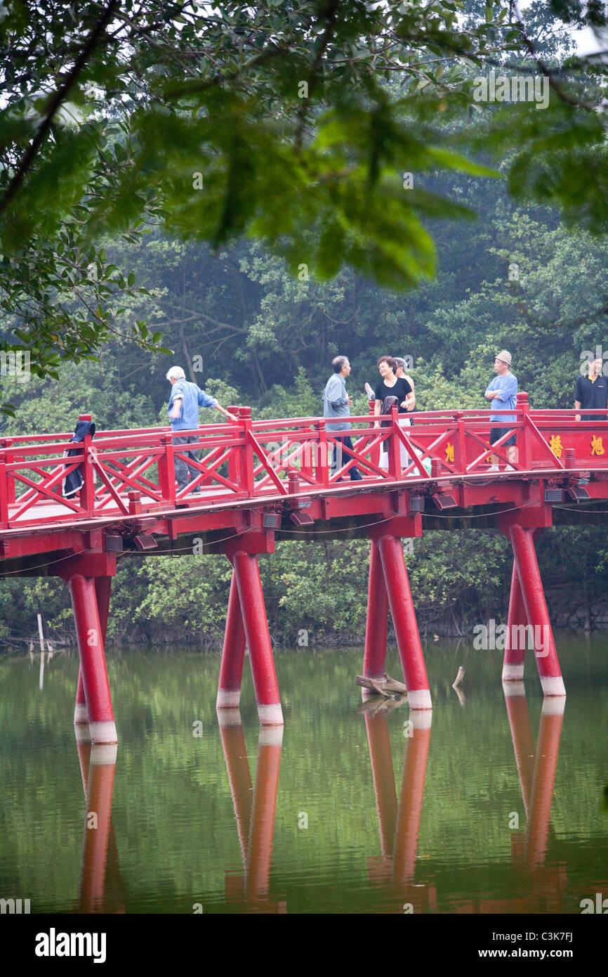 The Huc bridge to Ngoc Son Temple on Hanoi's Hoan Kiem Lake - Stock Image