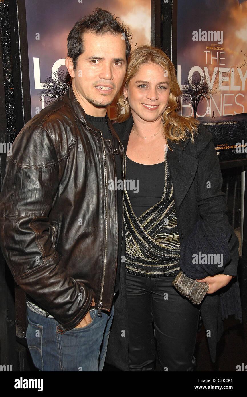 John Leguizamo And Wife Stock Photos & John Leguizamo And ...