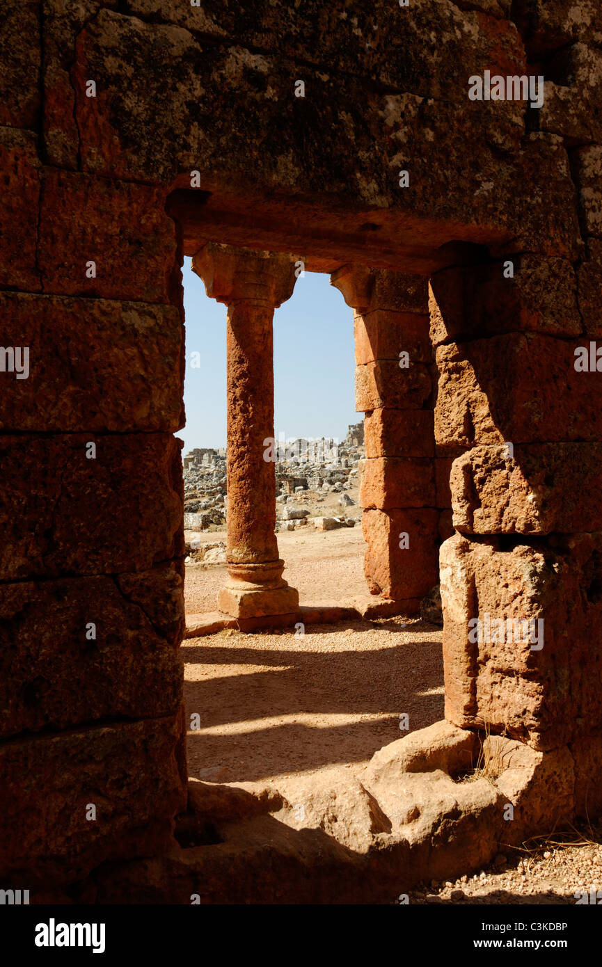 Partial view of the portico of the meeting hall for men or Andron at the Dead Byzantine city of Serjilla in north Stock Photo