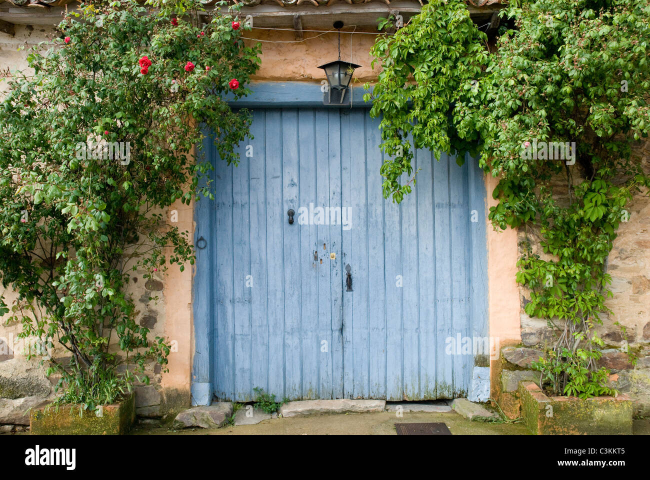 Traditional rustic doorway along the pilgrimage route, Camino de Santiago, Northern Spain - Stock Image