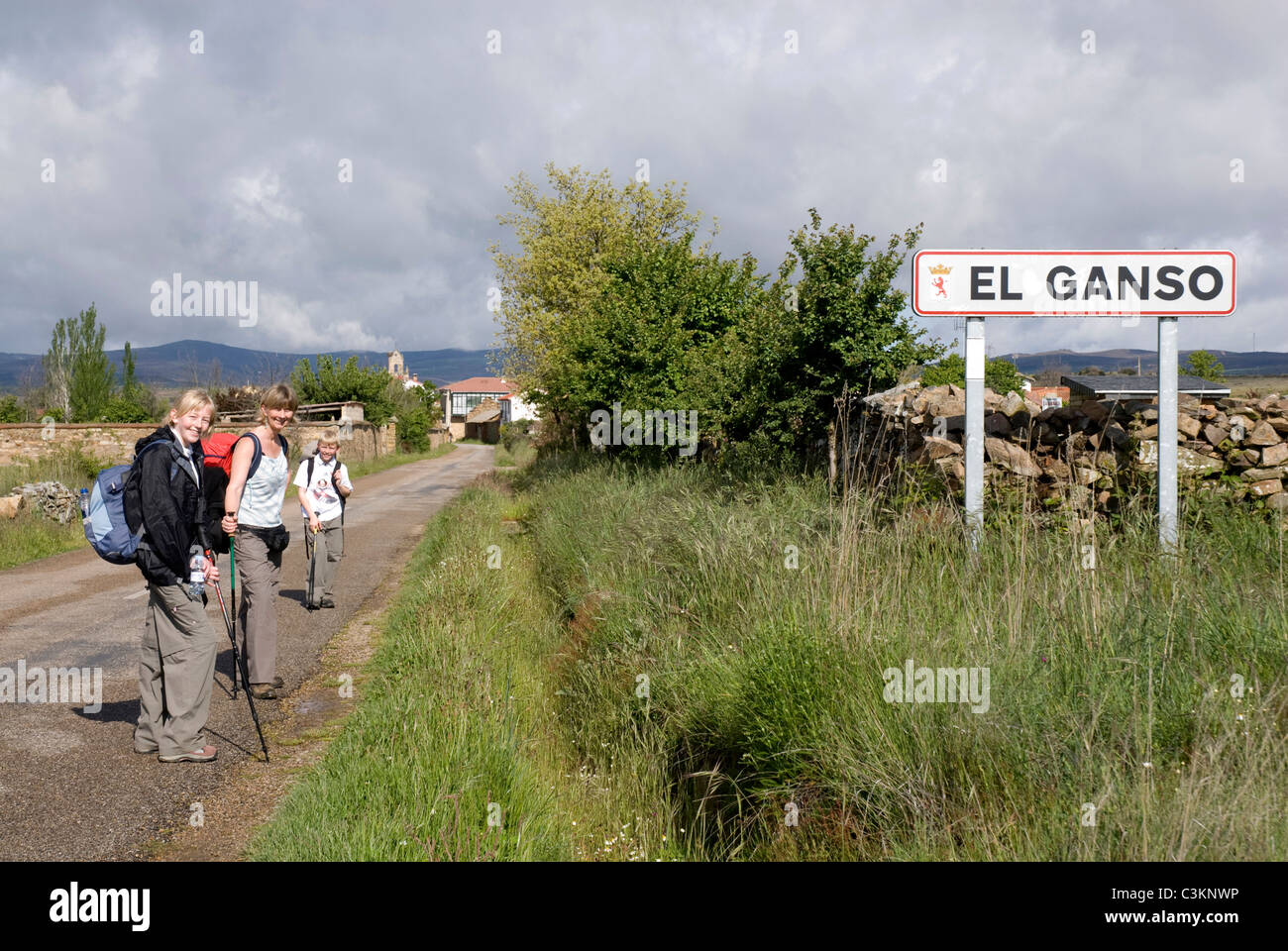 Walkers along the pilgrimage route, El Ganso, Camino de Santiago, Northern Spain - Stock Image