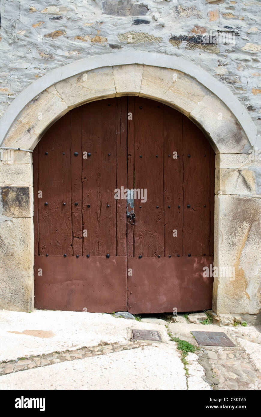 Traditional arched wooden doorway along the pilgrimage route, Camino de Santiago, Northern Spain - Stock Image
