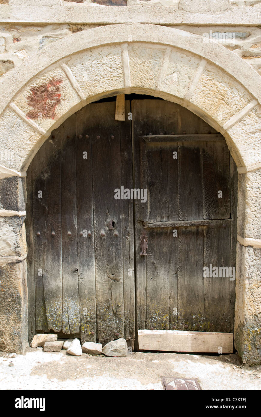 Traditional arched doorway along the pilgrimage route, Camino de Santiago, Northern Spain - Stock Image