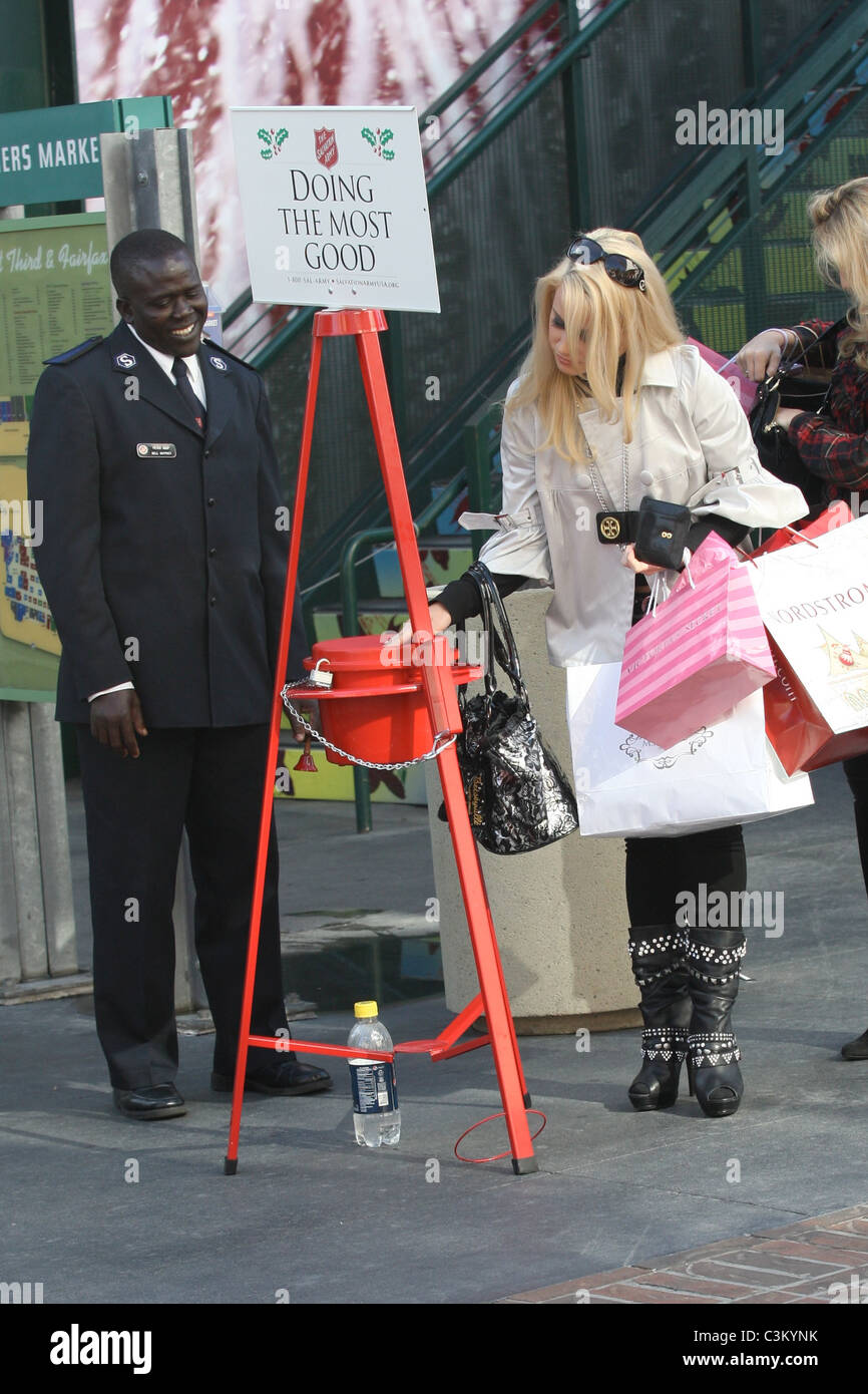 jamie hilfiger the niece of fashion designer tommy hilfiger christmas shopping with a friend hollywood california 141209 - Tommy Christmas