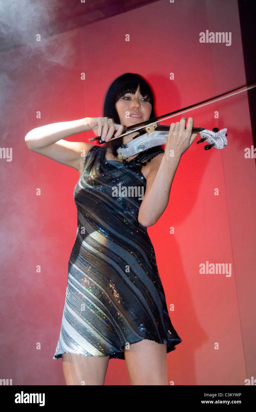 Fuse - violinist Linzi Stoppard. - Stock Image