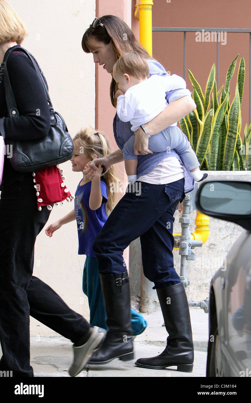 Jennifer Garner picks up her daughter, Violet Affleck, on her 4th birthday at her nursery school while carrying - Stock Image