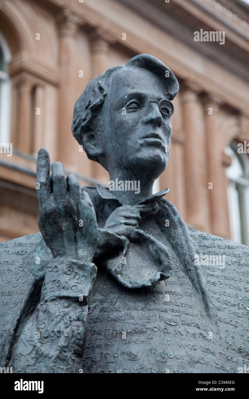 Statue commemorating WB Yeats, Sligo town centre, County Sligo, Ireland. - Stock Image
