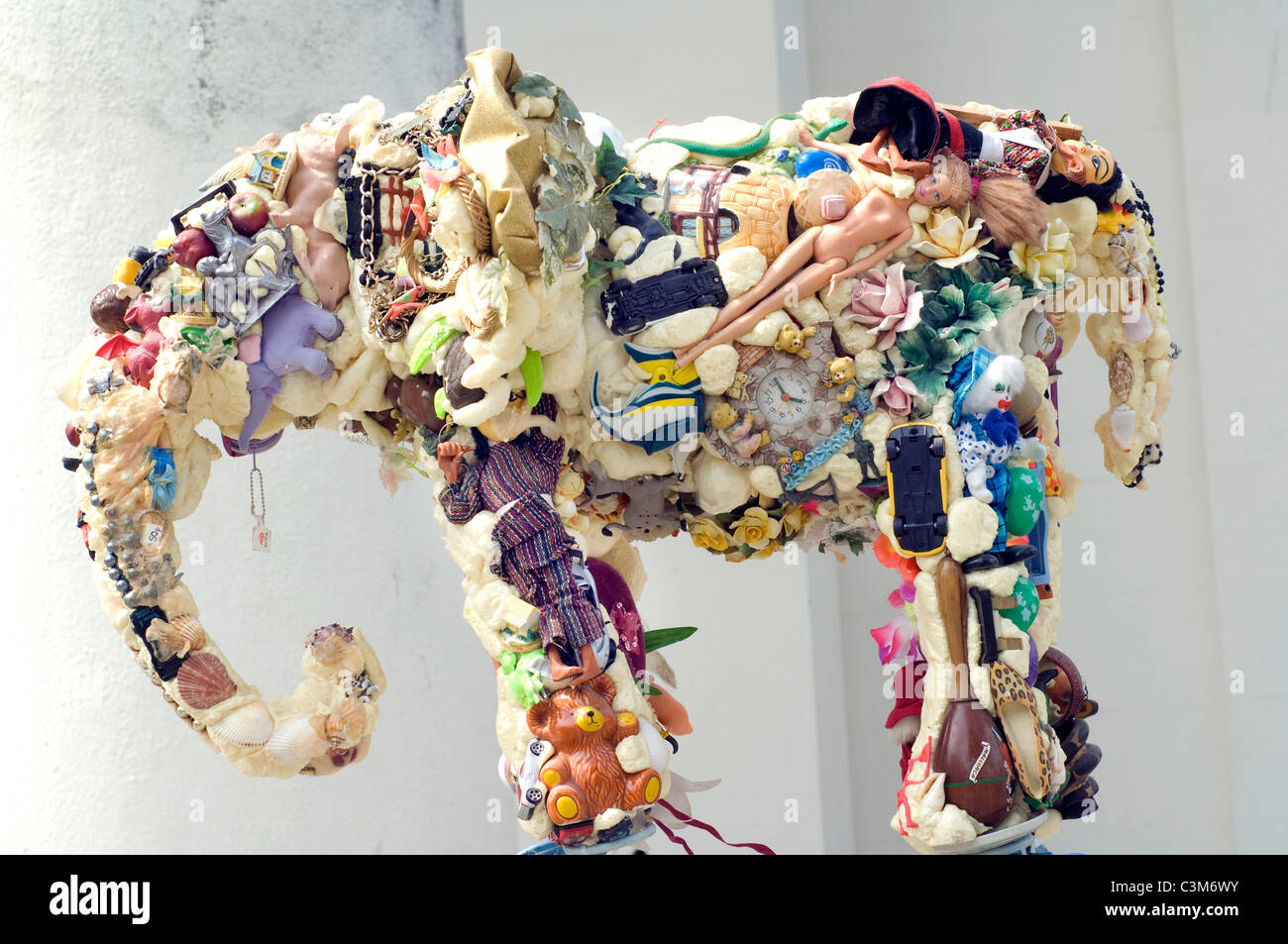 Sculptor Anthony Heywood's sculpture 'Earth Elephant' made from recycled objects. - Stock Image
