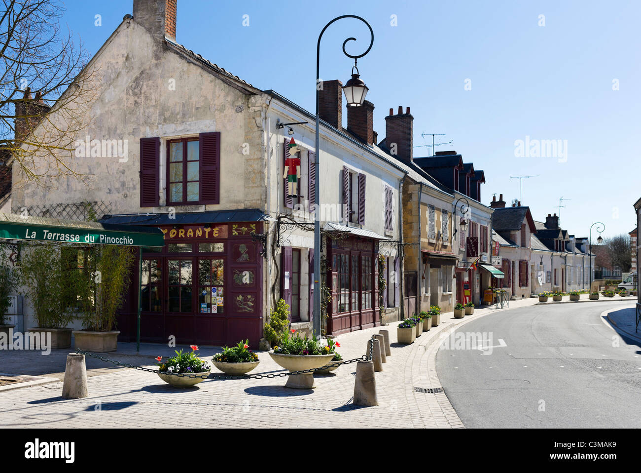 Shops and restaurant in the centre of the village of Cheverny, Loire Valley, Touraine, France - Stock Image