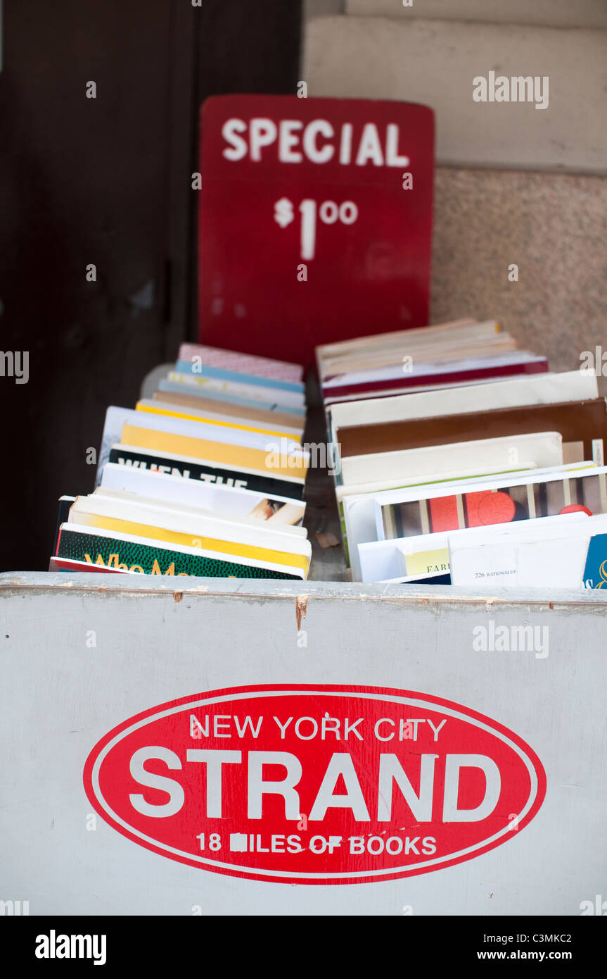 The Strand is a landmark bookshop in NYC selling new, second-hand, rare and out of print books. - Stock Image