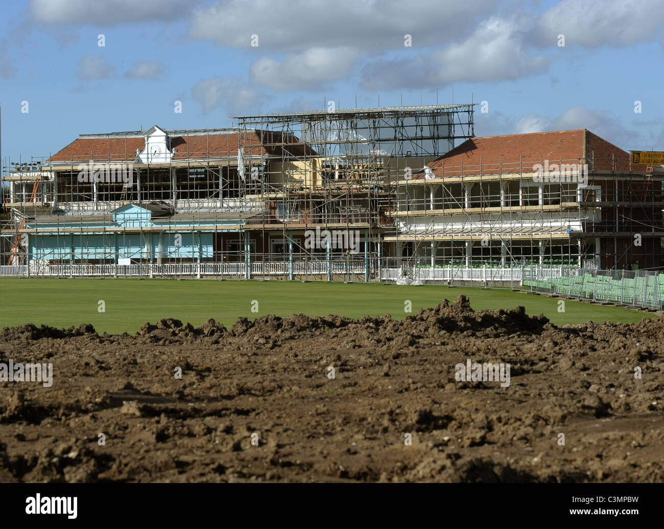 The new earth banks on the Old Dover Road sid eof the ground as work continues a pace on the pavilion at the St - Stock Image