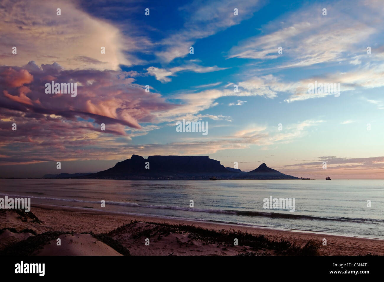 South Africa, Cape Town, Blouberg beach. Background: Table mountain. Sunset. - Stock Image