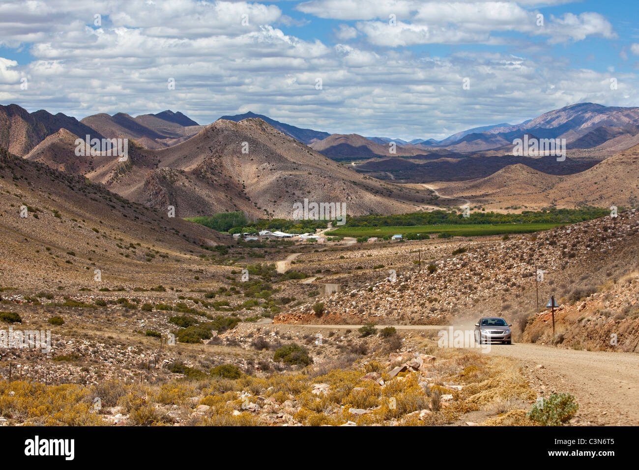 South Africa, Western Cape, Prince Albert, Gravel road to Guest farm Weltevrede. Background: fruit farm Frisgewaagd. - Stock Image