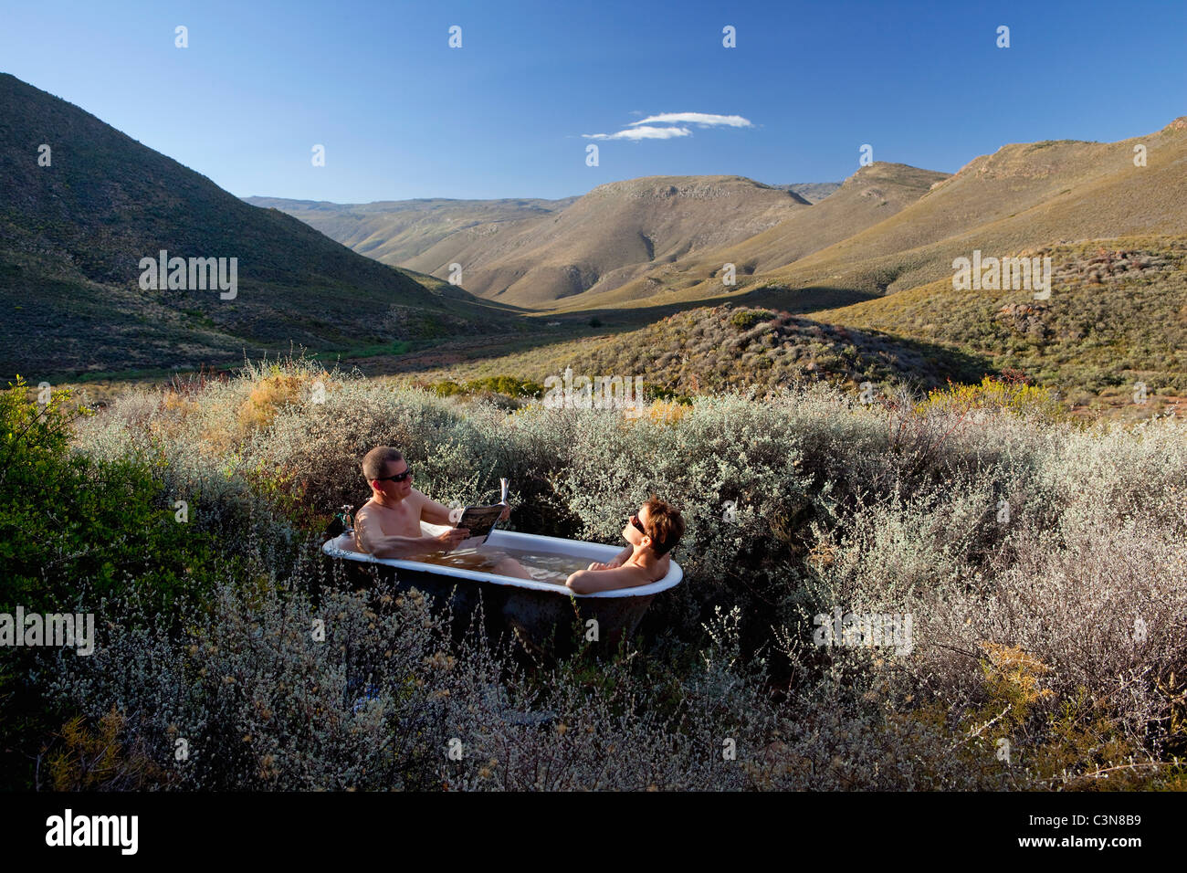 South Africa, Western Cape, Montagu, Simonskloof Mountain Retreat. Couple taking outdoor bath. - Stock Image