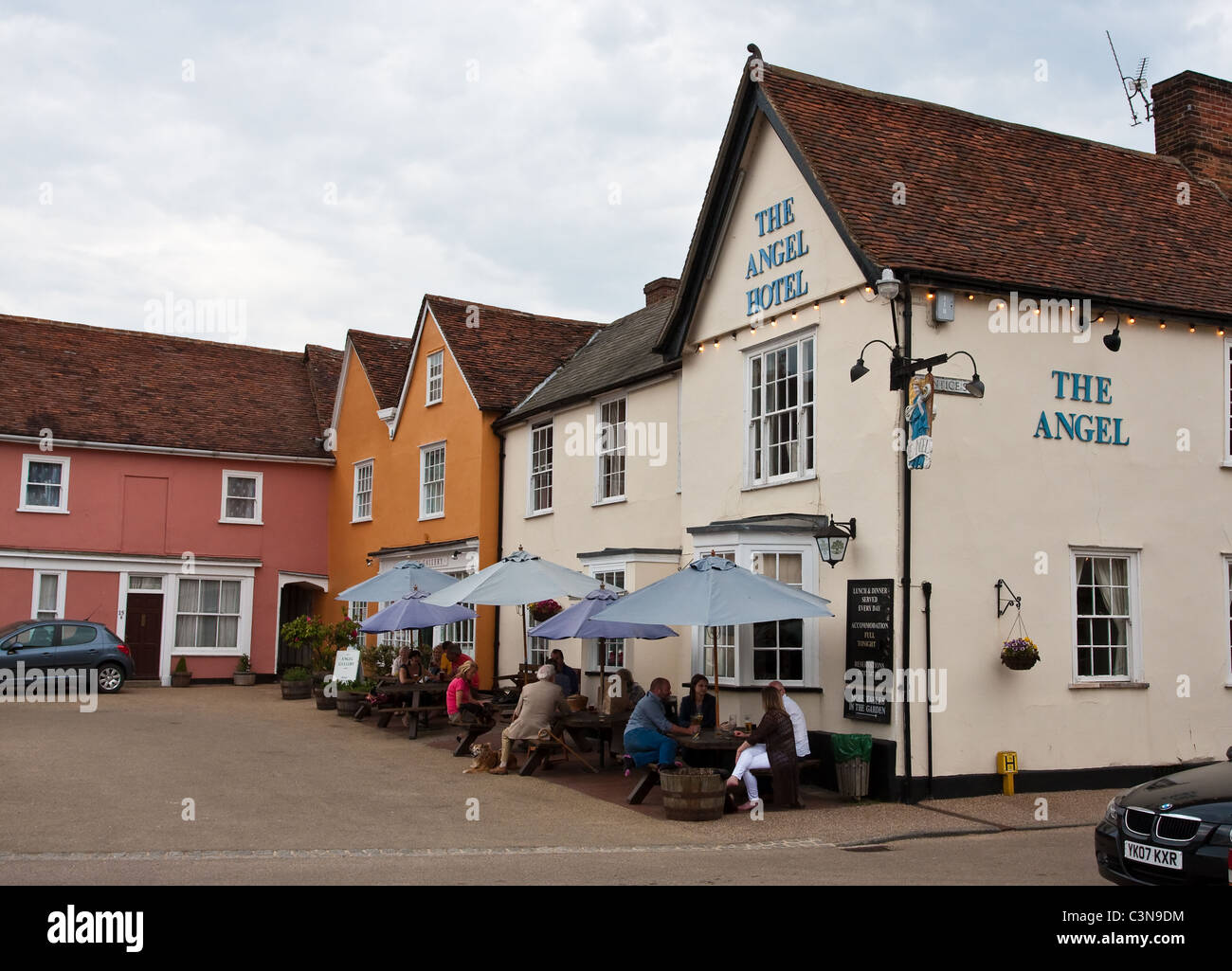 People enjoying a drink at the Angel Hotel and Pub in Lavenham, Suffolk Stock Photo