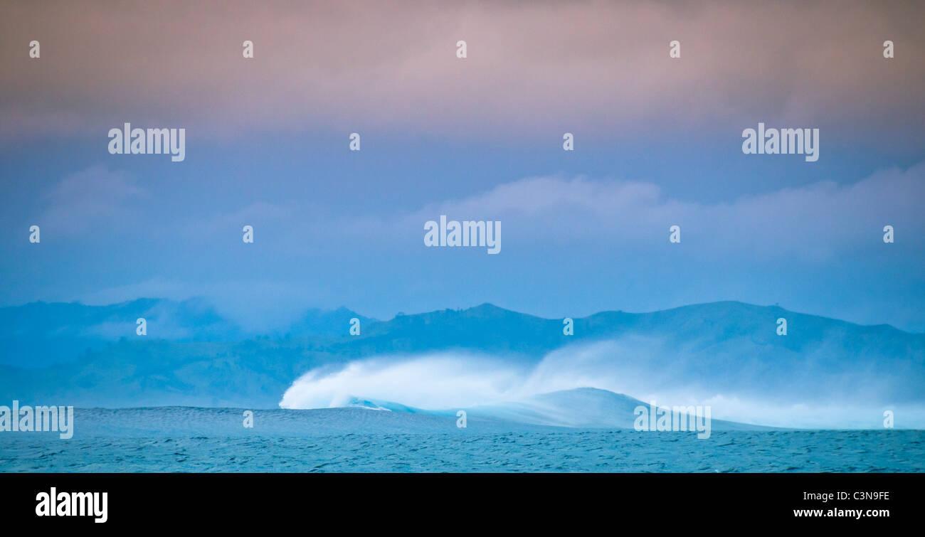 Surf breaks during fijian storm, Pacific Ocean, Mamanuca Islands, Fiji Stock Photo