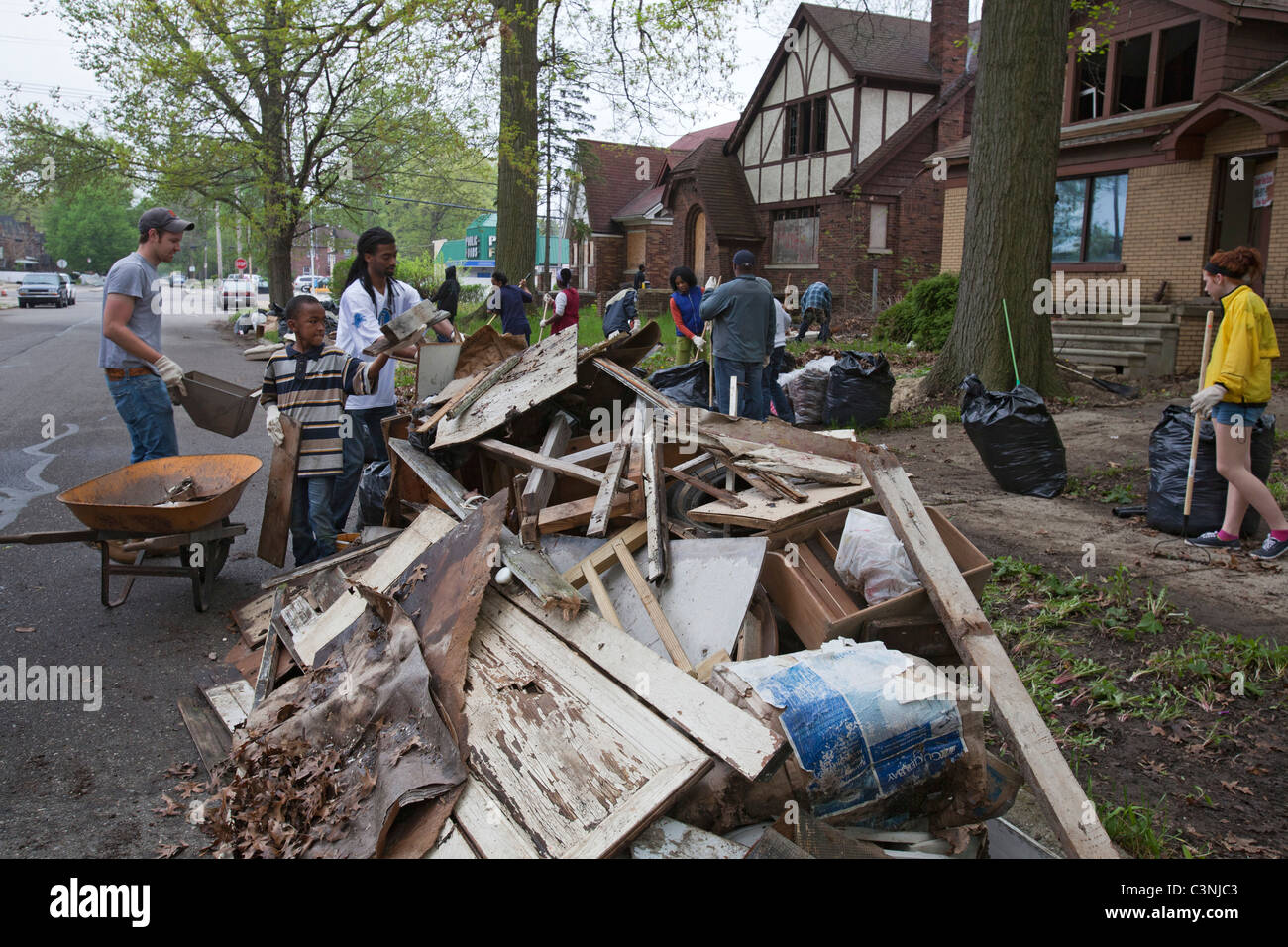 Volunteers Clean Up Trash and Debris at Vacant Homes in Detroit - Stock Image