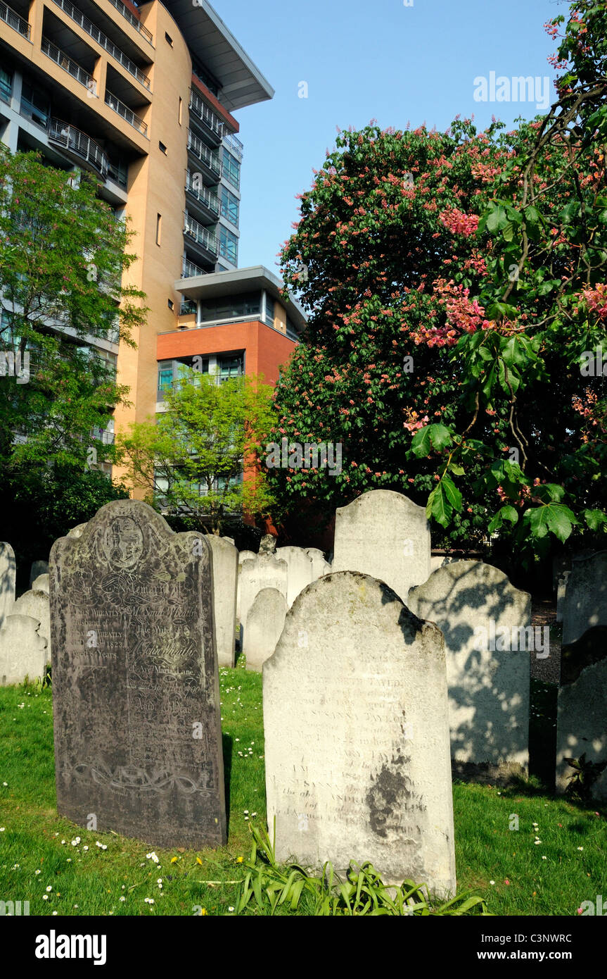 Gravestones with modern flats behind Bunhill Fields Burial Ground Islington but managed by the City of London England - Stock Image