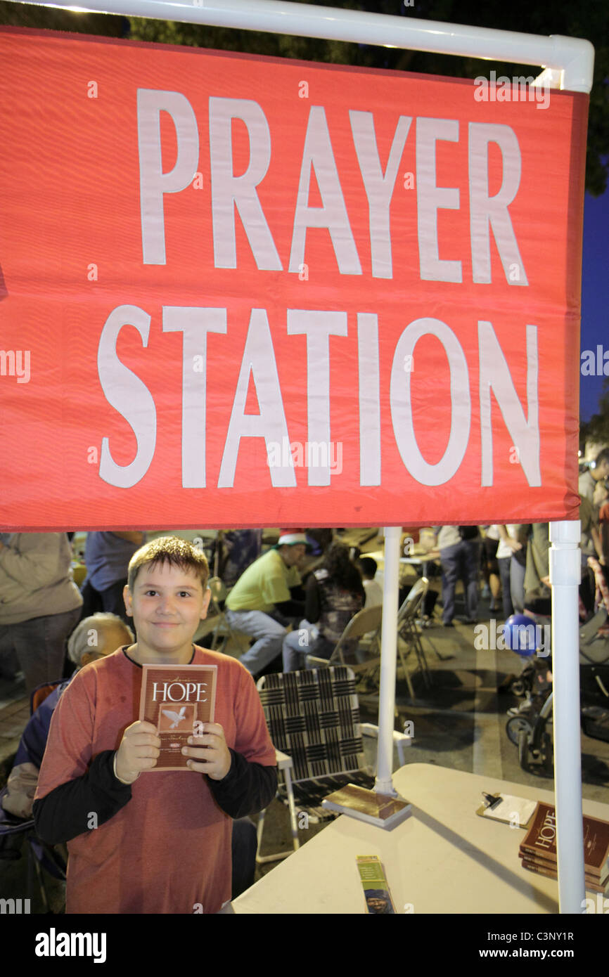 Lakeland Florida Massachusetts Avenue First Friday Sun'n Fun Festival Prayer Station Christian church booth - Stock Image