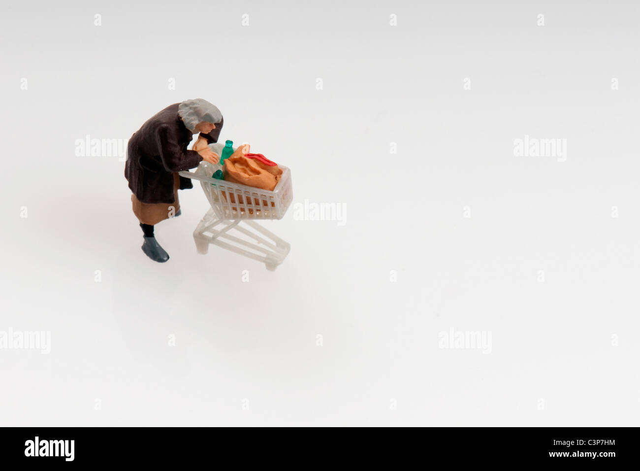 Plastic figurine with shopping cart - Stock Image
