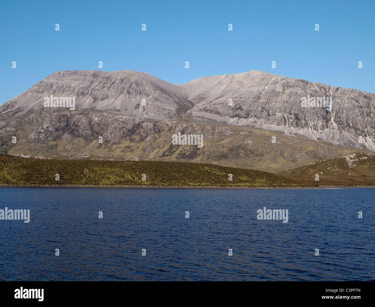 Arkle from Loch Stack showing Cambrian quartzites overlying Lewisian gneiss - Stock Image