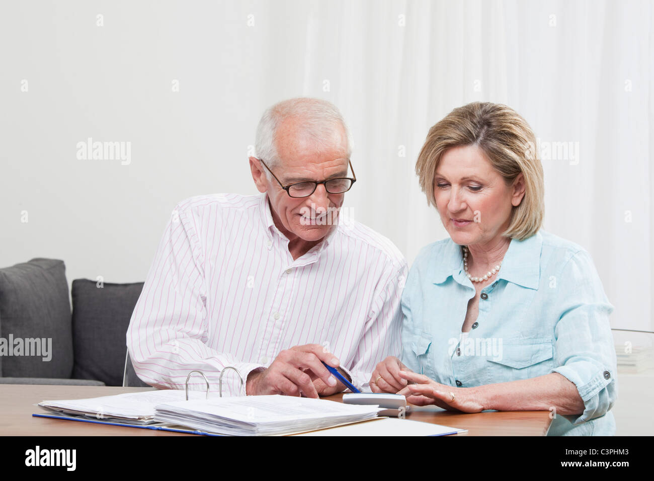 Senior couple doing paperwork - Stock Image