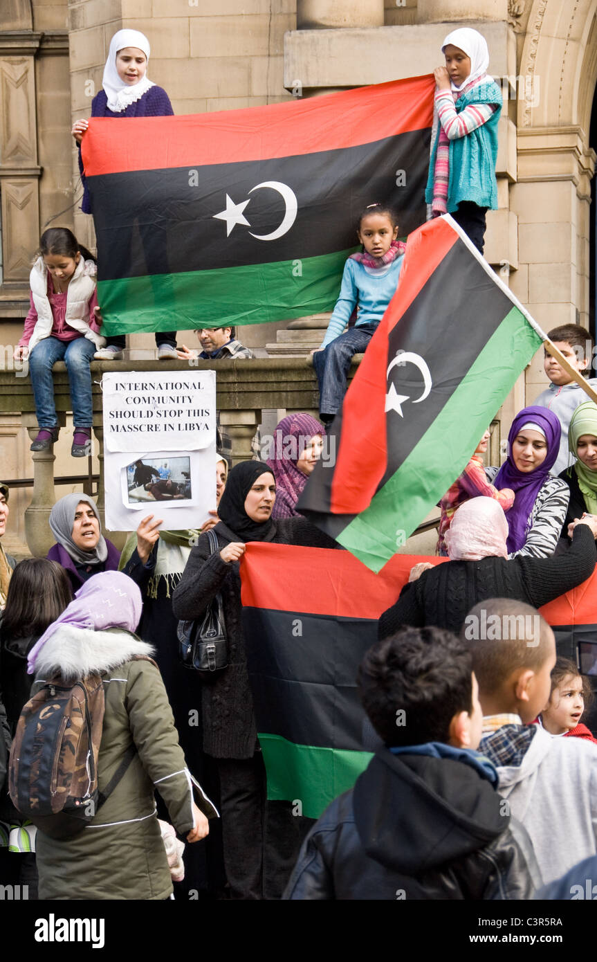 Libyans staging an Anti-Gadhafi demonstrations outside Sheffield Town Hall - Stock Image