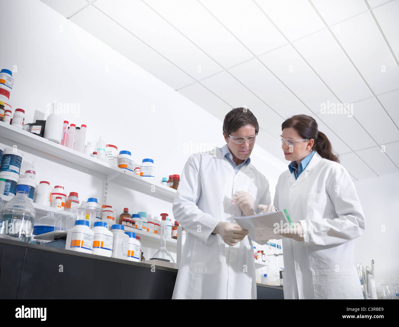 Scientists discussing findings in lab - Stock Image
