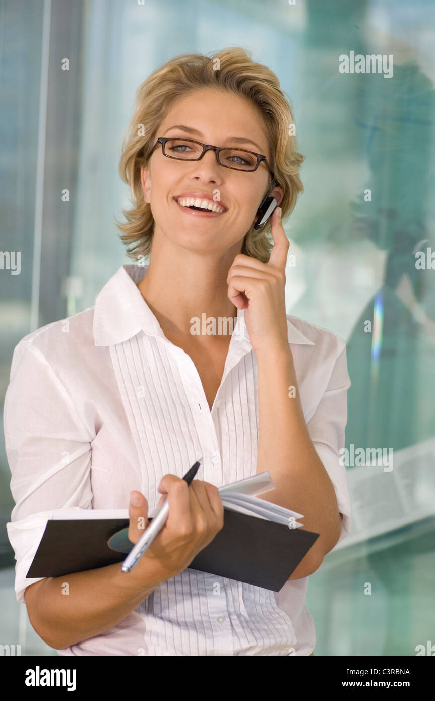Buisness woman smiling on the phone - Stock Image