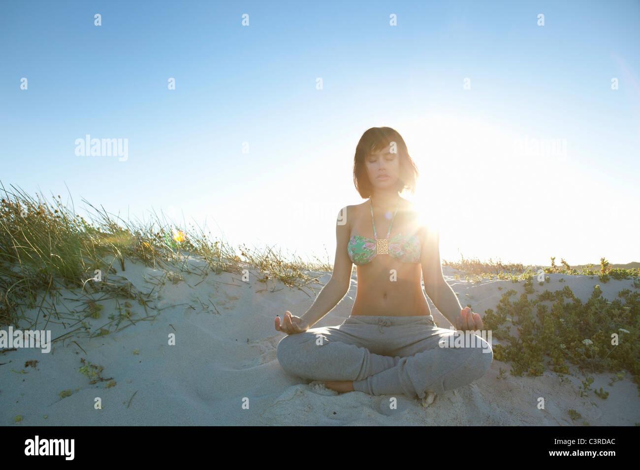 Girl doing yoga - Stock Image