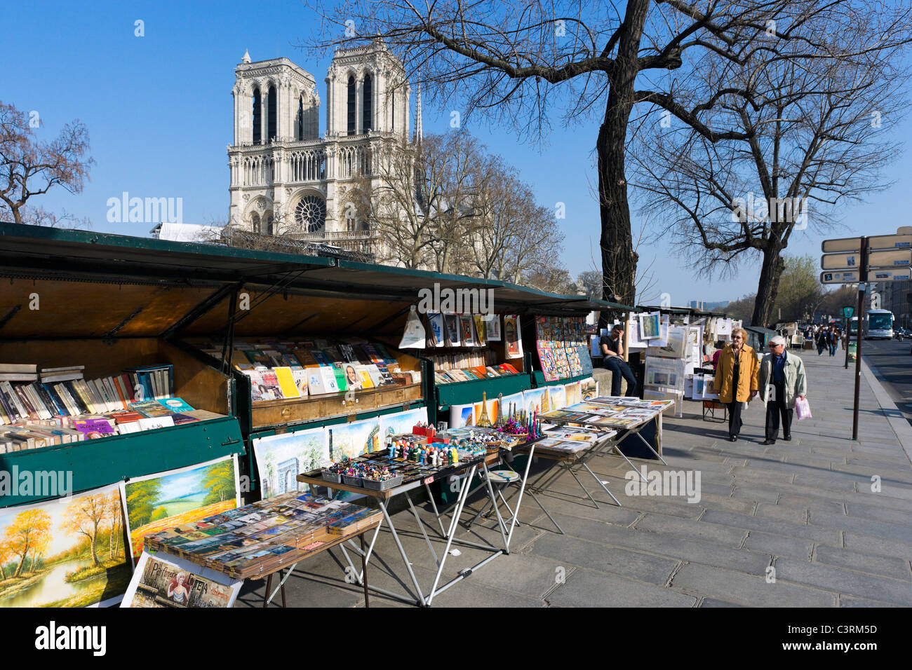 Booksellers stalls along the banks of the River Seine on the Quai Saint-Michel with Notre Dame Cathedral behind, - Stock Image