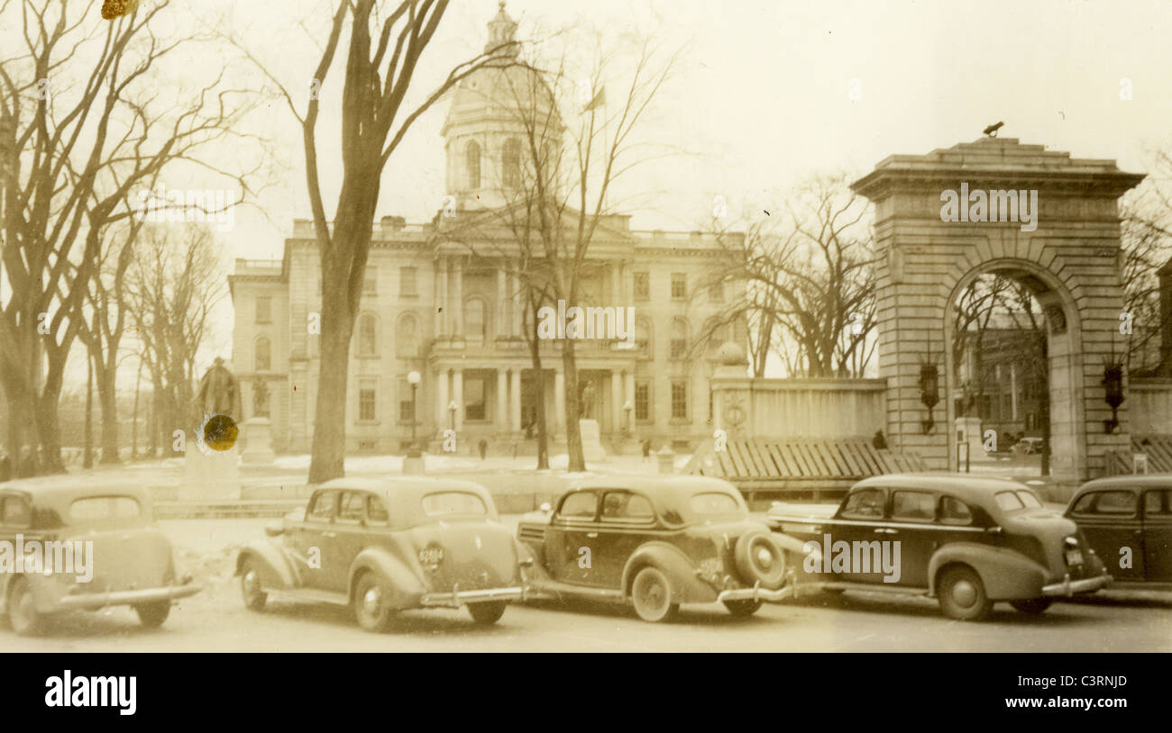 town square 1930s cars domed building architecture - Stock Image