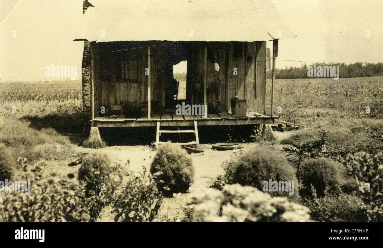 great depression 1930s sharecropper shack poverty poor deserted - Stock Image