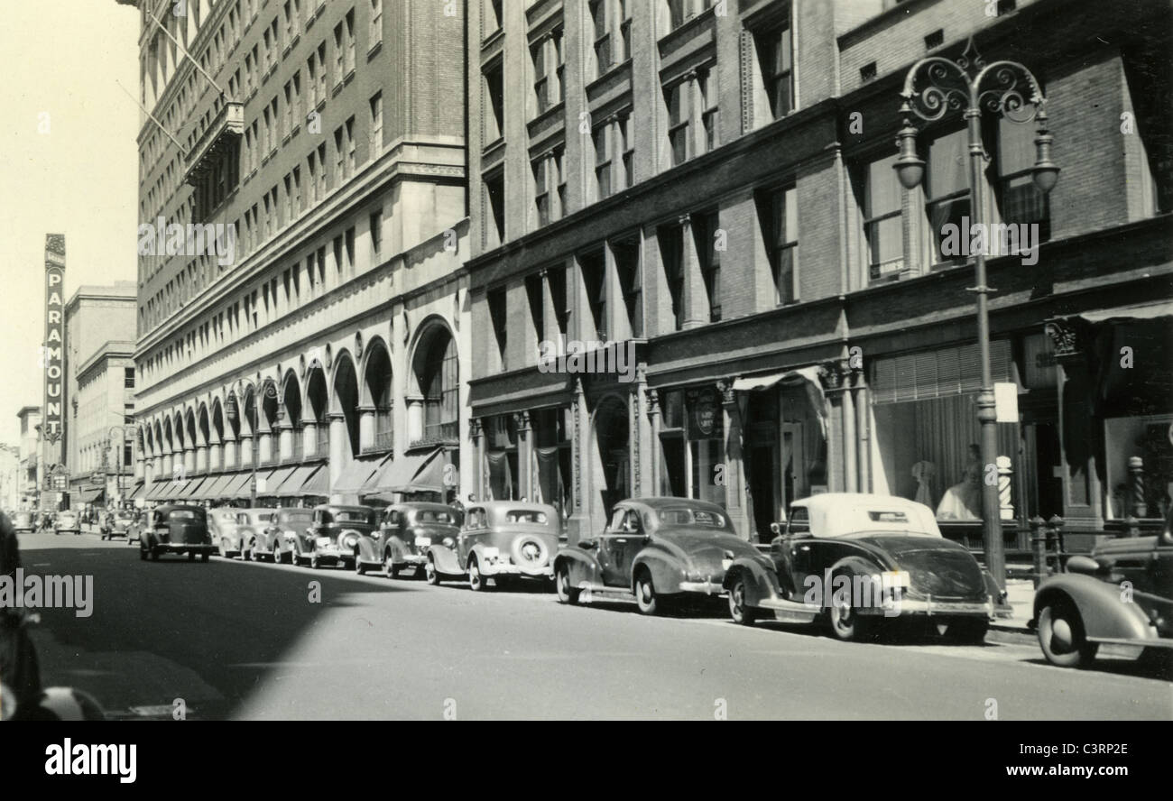 street view with paramount sign in distance background 1930s cars - Stock Image