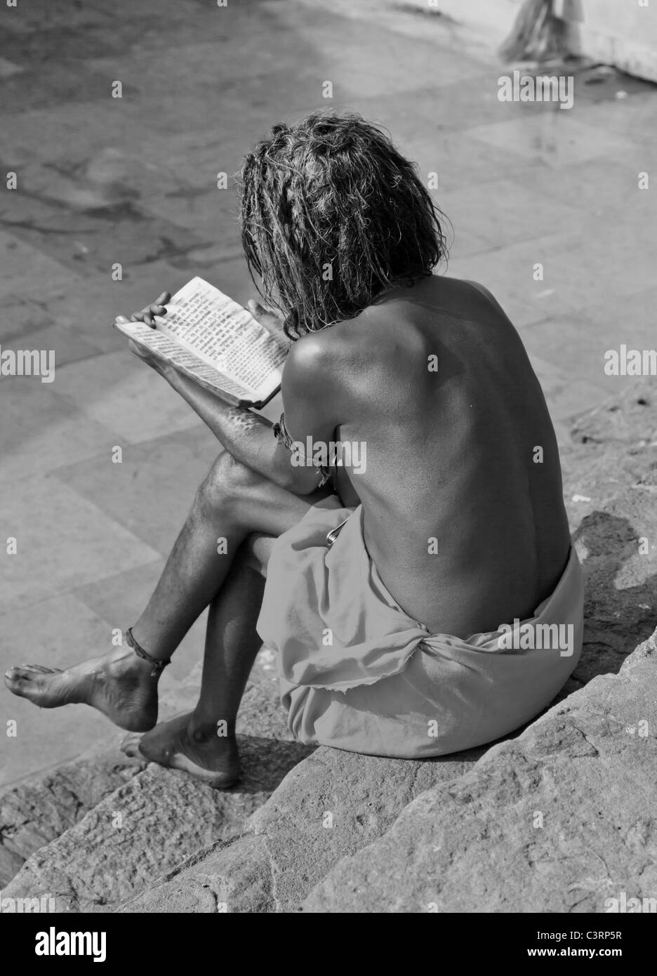 Sadhu studying the Veda in a temple in Guwahati, Assam, India - Stock Image