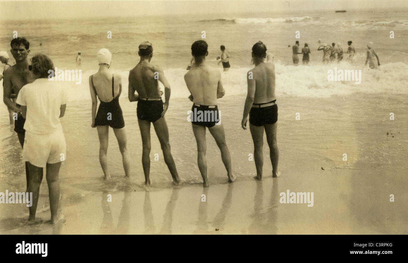 Bathers at Jones beach during the late 1930s or early 1920s fashion bathing suits swim suits - Stock Image