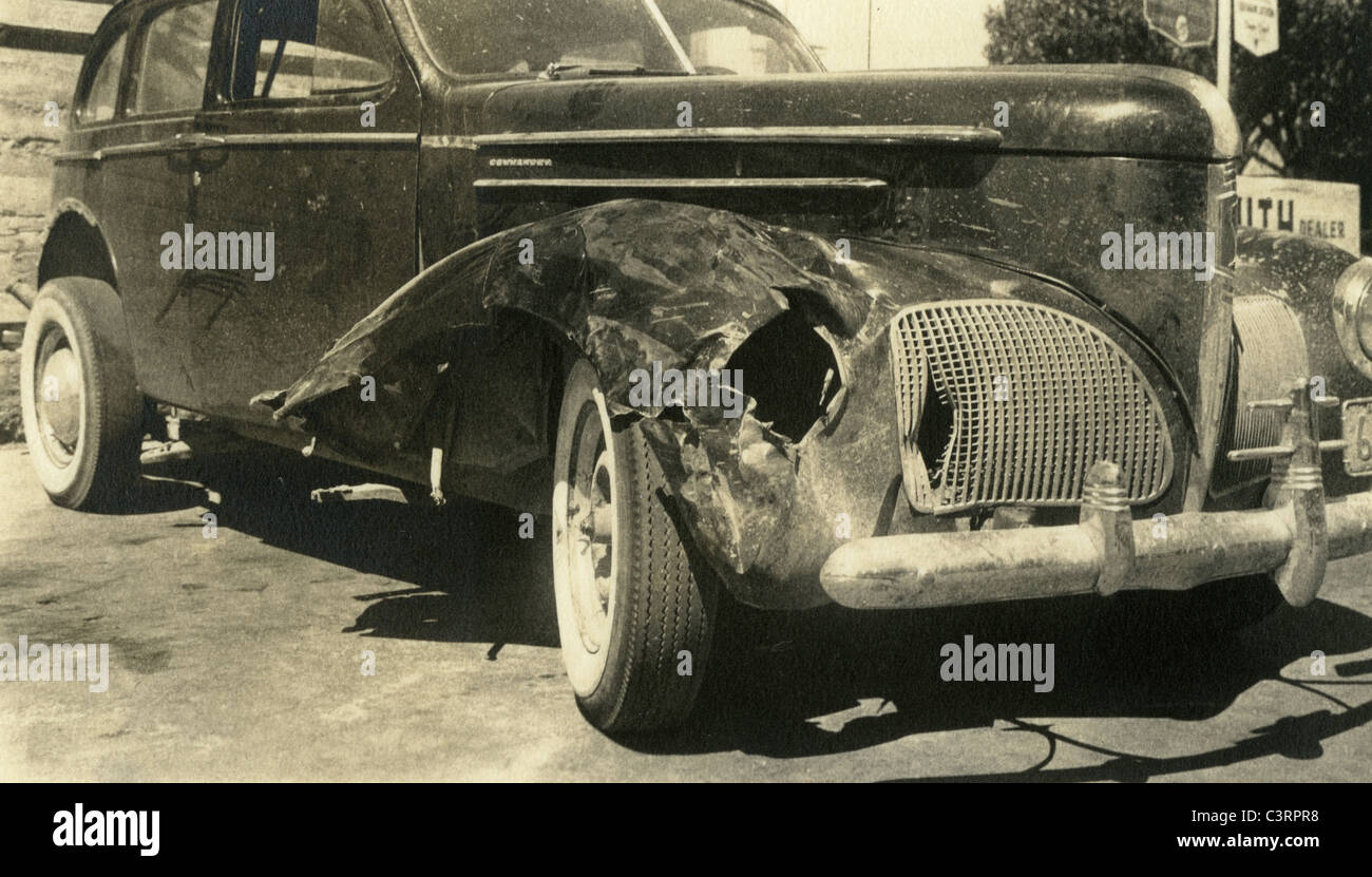 1930s studebaker crashed busted headlight los angeles repair shop 1940 automobile car grille idaho plate closeup - Stock Image