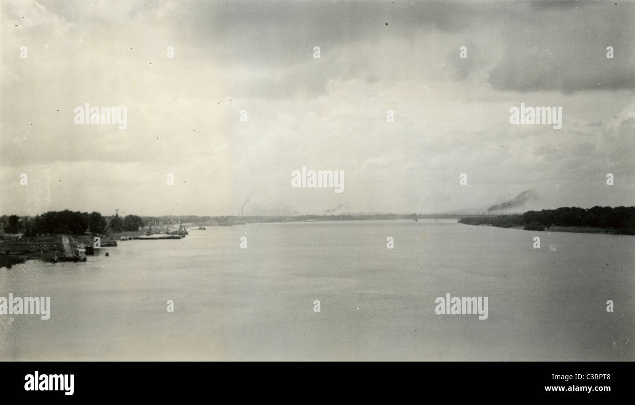 Looking up the Ohio River with Cairo, Illinois on the left 1930s america river confluence Mississippi - Stock Image