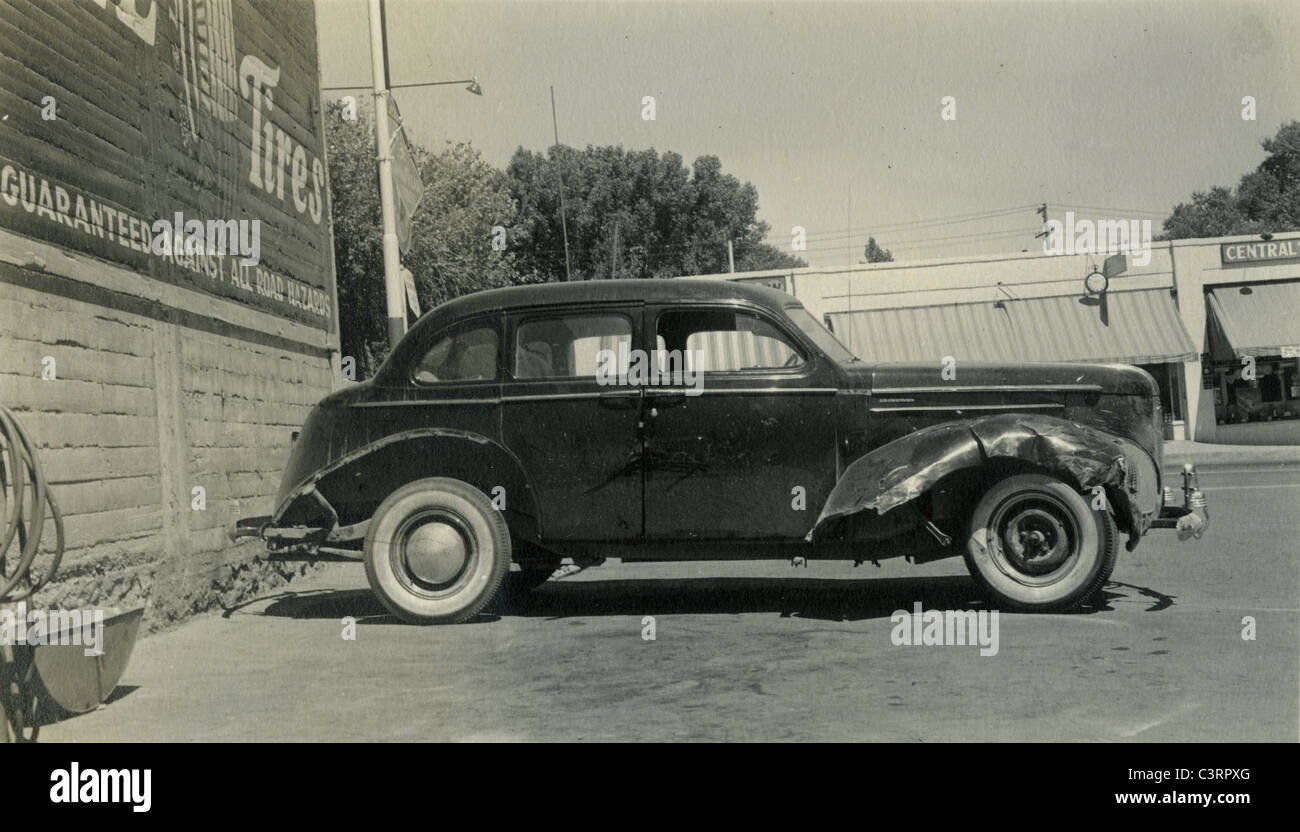 1930s studebaker crashed busted headlight los angeles repair shop 1940 automobile car side view profile billboard - Stock Image