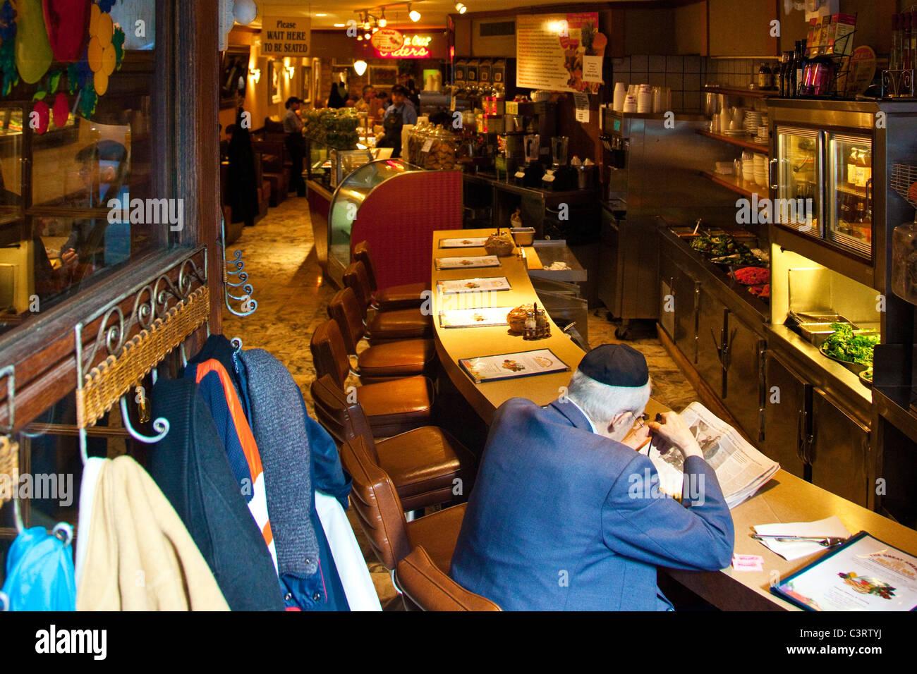 Jewish man in a kosher deli in Manhattan, New York City - Stock Image