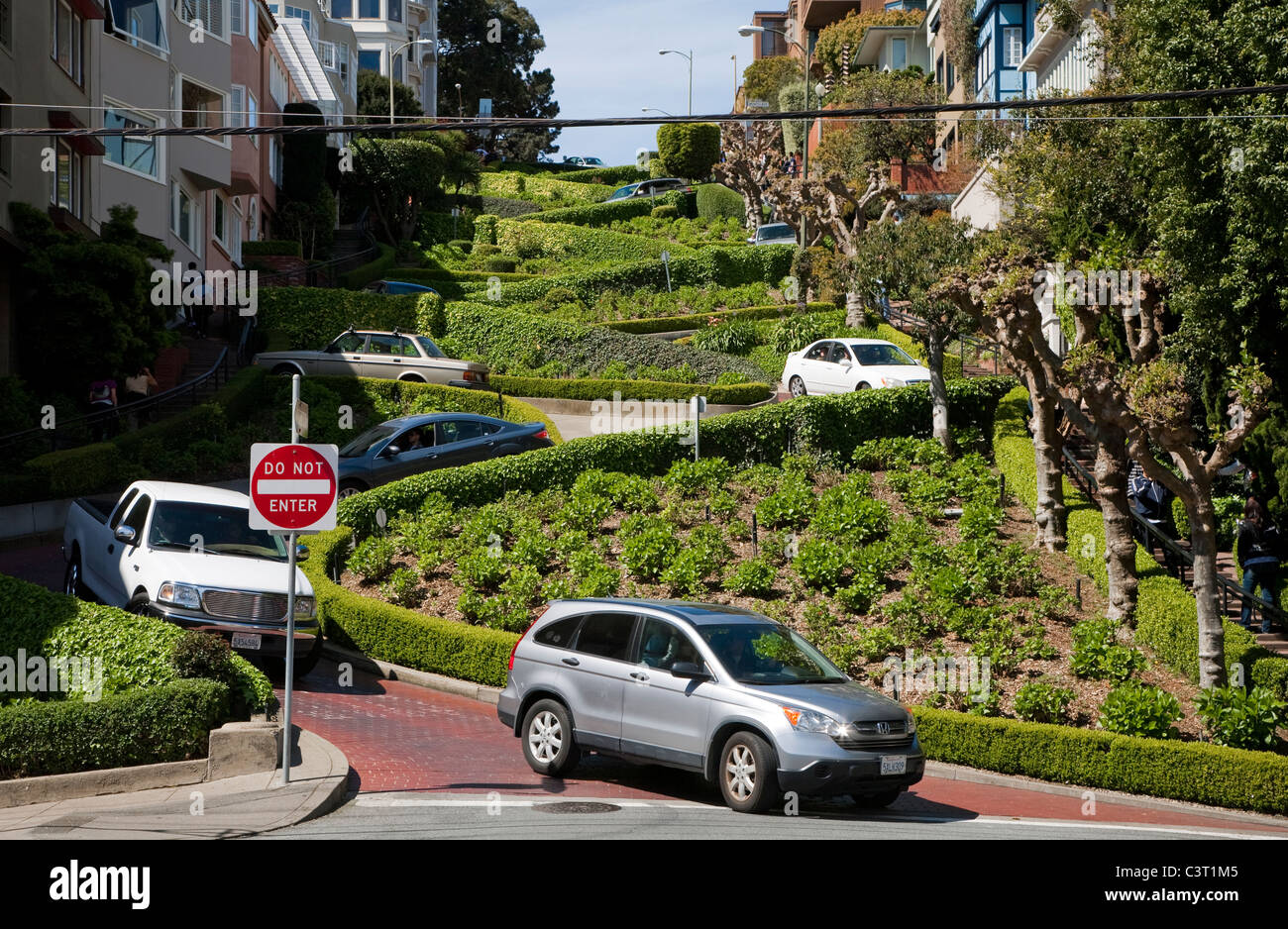 Cars driving down tight twisting hairpin bends of Lombard Street, San Francisco - Stock Image