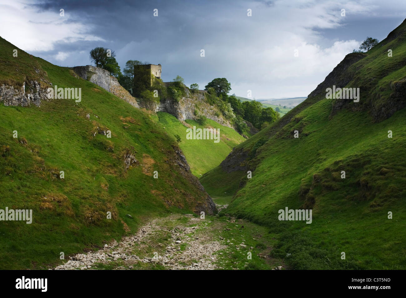 Cave Dale and Peveril Castle, Castleton. Peak District National Park. Derbyshire. England. UK. - Stock Image