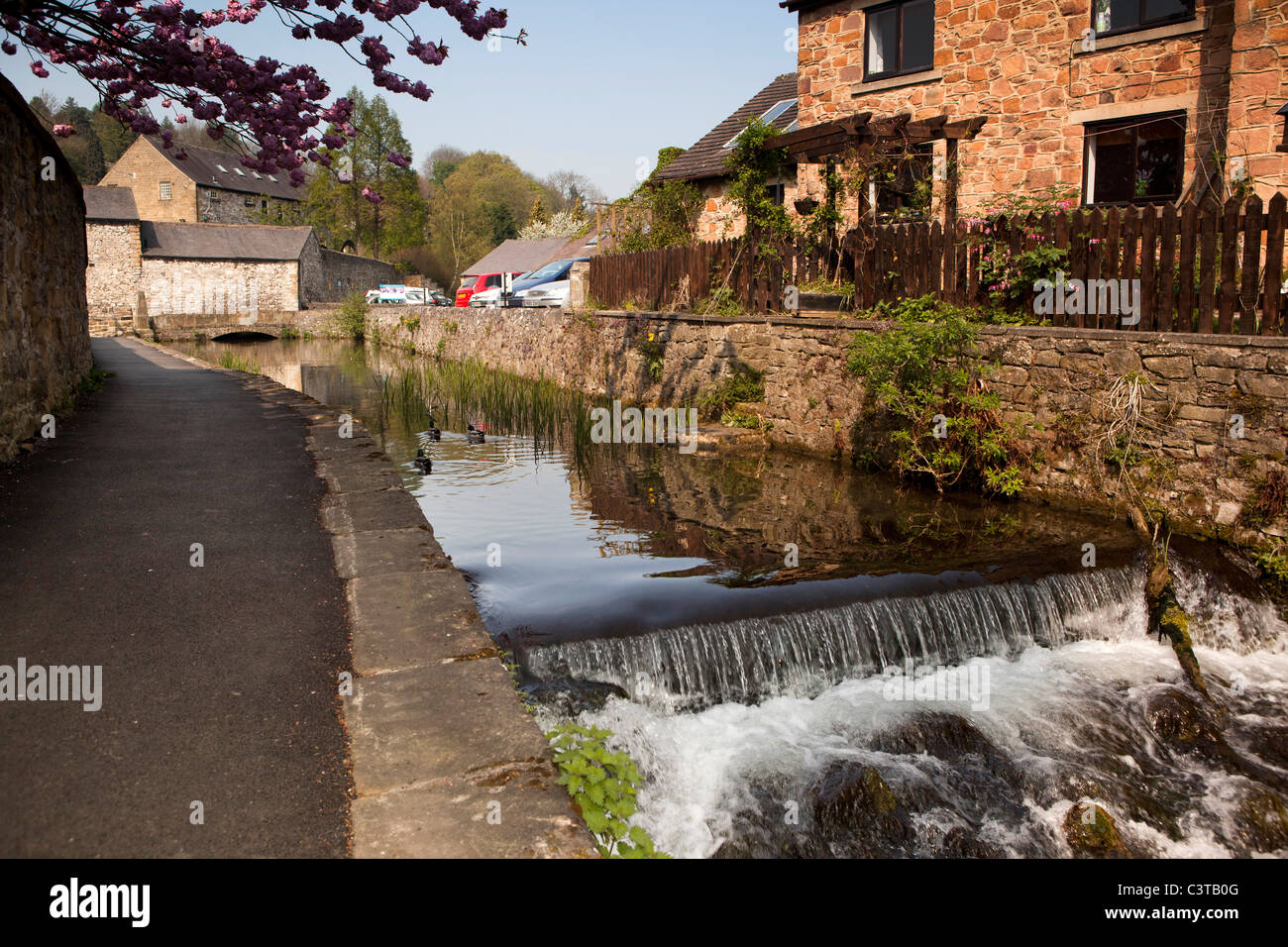 UK, Derbyshire, Peak District, Bakewell, weir on man-made backwater of River Wye passing through town - Stock Image