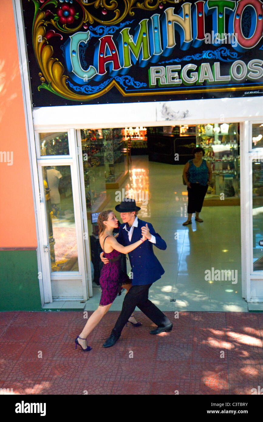 Argentine tango dancers in the La Boca barrio of Buenos Aires, Argentina. - Stock Image