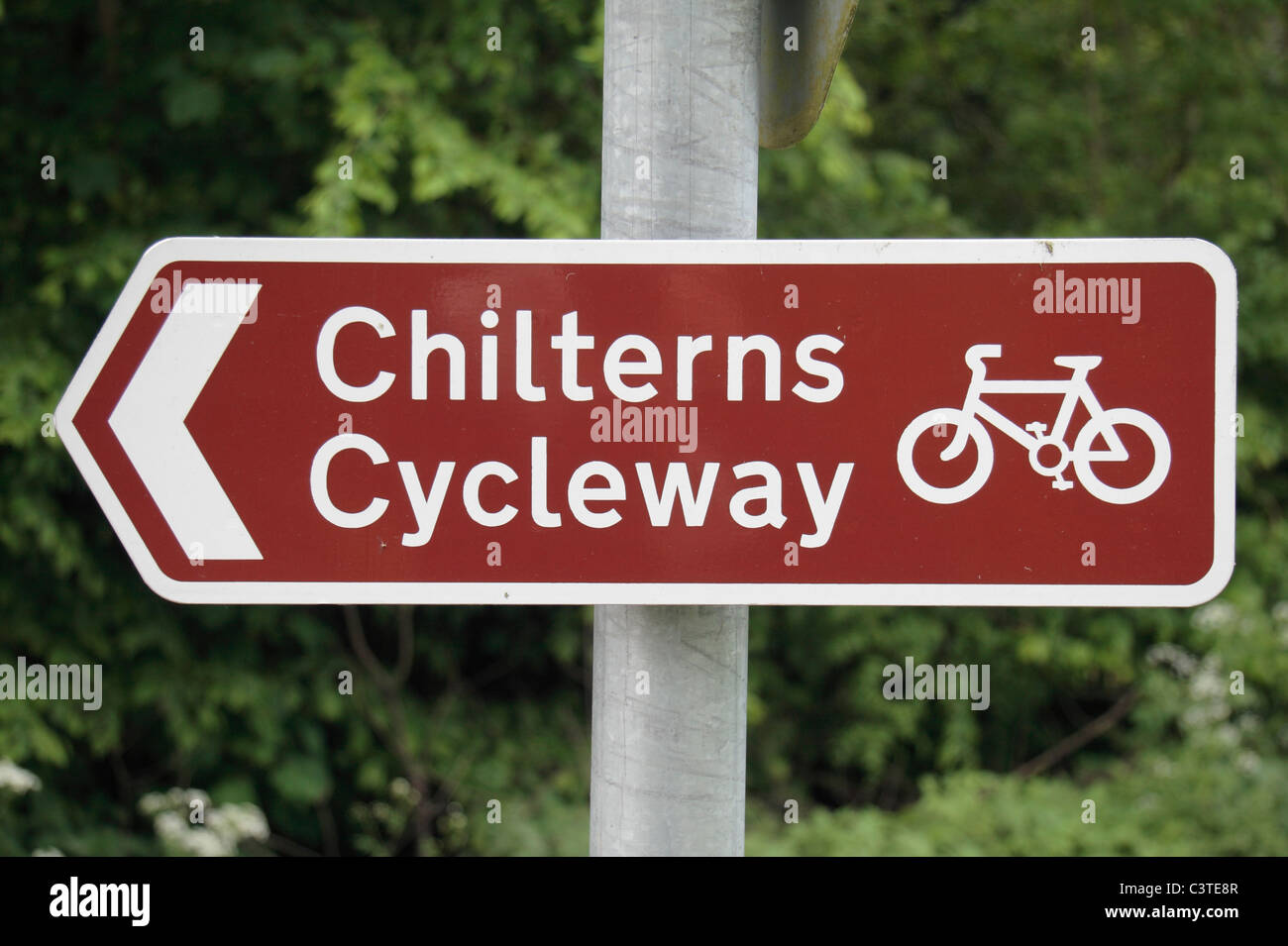 Sign post pointing the way along The Chilterns Cycleway, St Leonards, near Wendover, Chilterns, UK. May 2011 - Stock Image