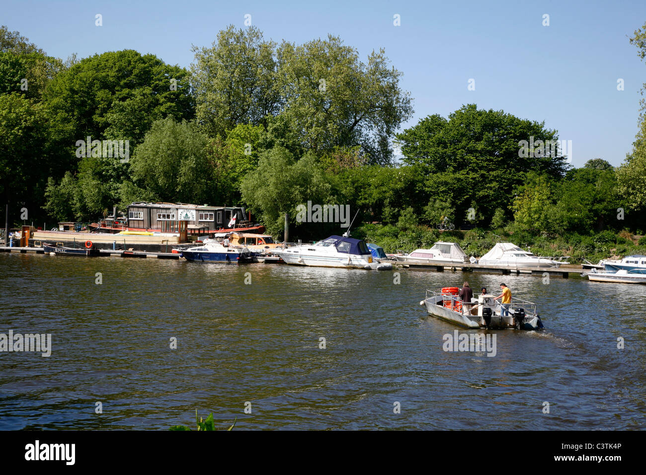 Hammerton Ferry crossing the River Thames from Ham to Twickenham, London, UK - Stock Image